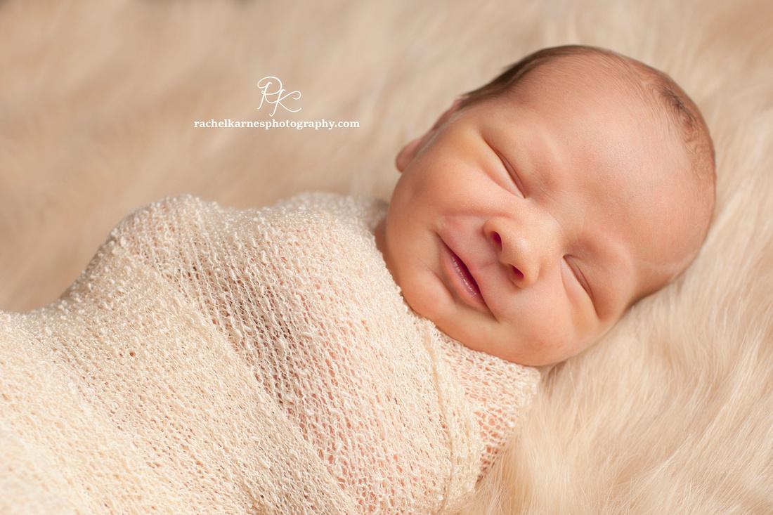 newborn-smiling-photo-in-williamburg