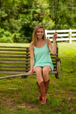 Senior-Photo-Shoot-at-Warhill-Inn-Williamsburg