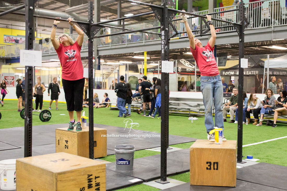 crossfit-competition-volunteers-cleaning-bars
