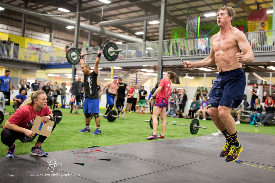 double-unders-being-judged-in-crossfit-competition