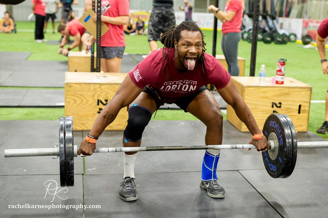 male-athlete-heavy-snatch
