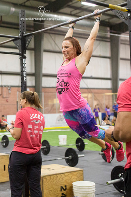 woman-doing-pullups-at-crossfit-competition