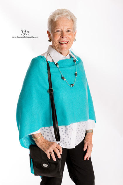 women-modeling-turquoise-shall-in-commercial-williamsburg-photo