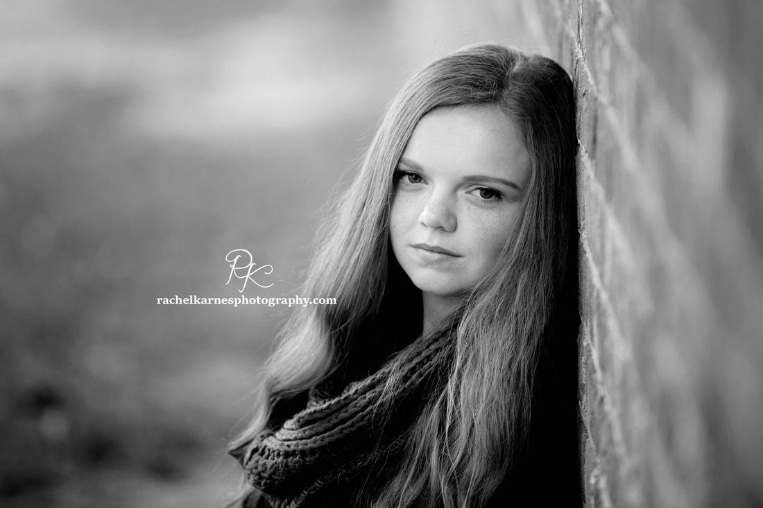 Senior-Portrait-Photo-Session-In-Colonial-Williamsburg