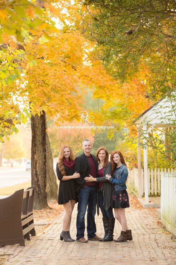 Fall-Family-Portraits-in-Williamsburg