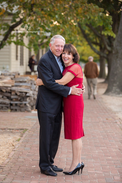 couple-on-street-of-colonial-williamsburg