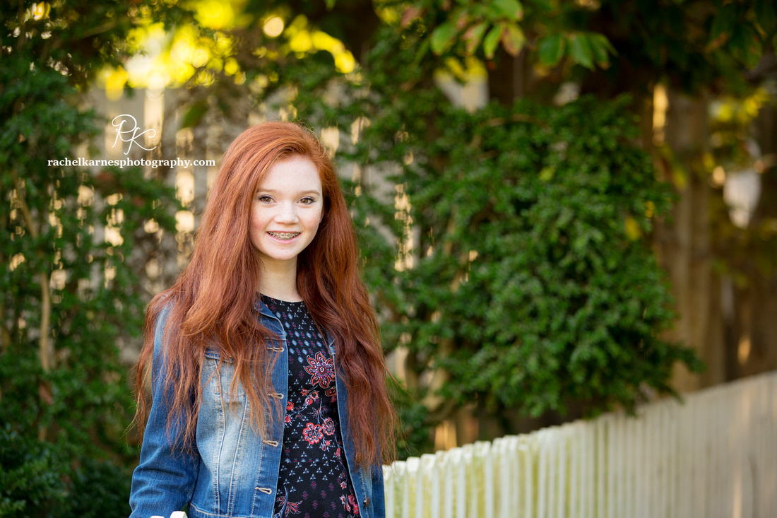 red-haired-girl-in-Williamsburg-photo-session