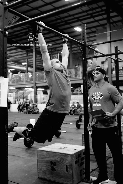 crossfit-williamsburg-athletes-doing-pullups