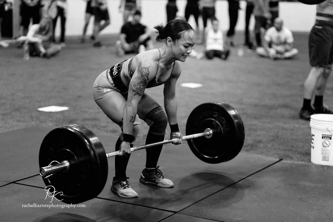 female-athlete-doing-deadlift-at-williamsburg-competition