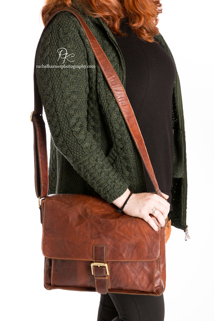 williamsburg-va-model-with-brown-leather-bag