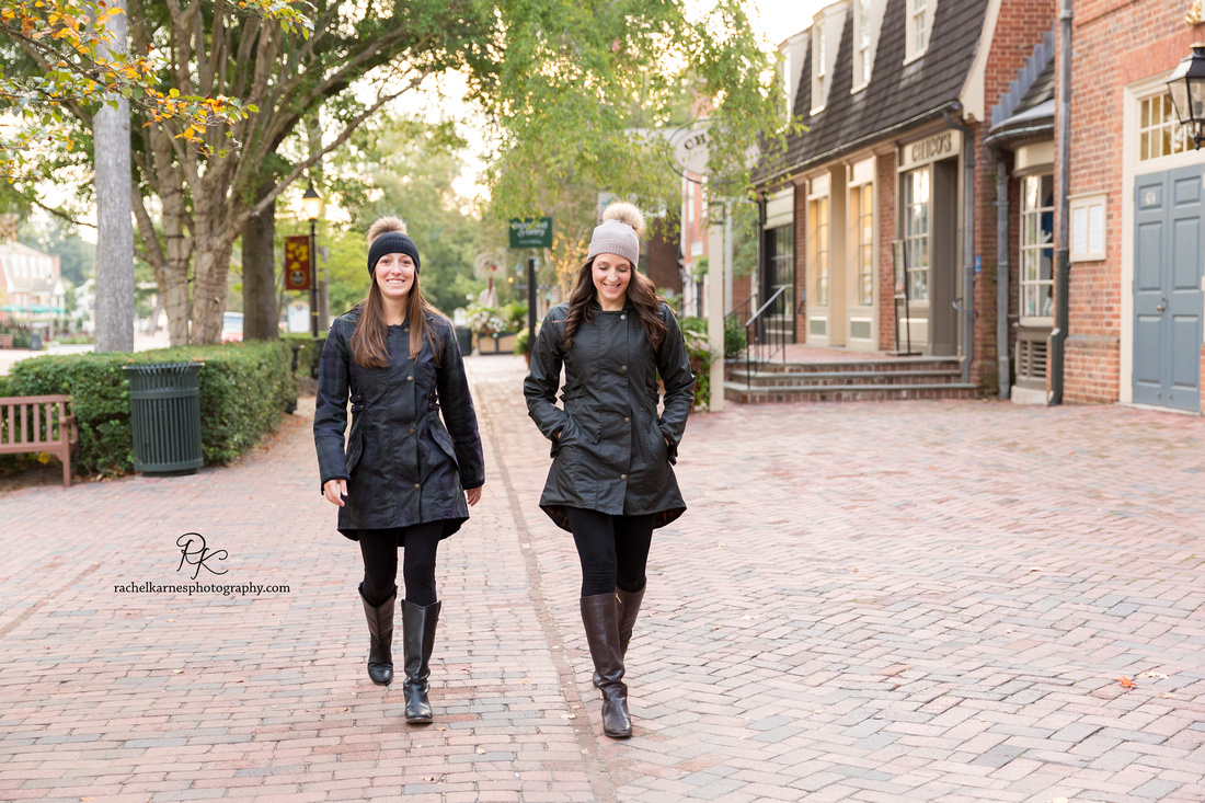 girls-in-merchant-square-in-williamsburg-va