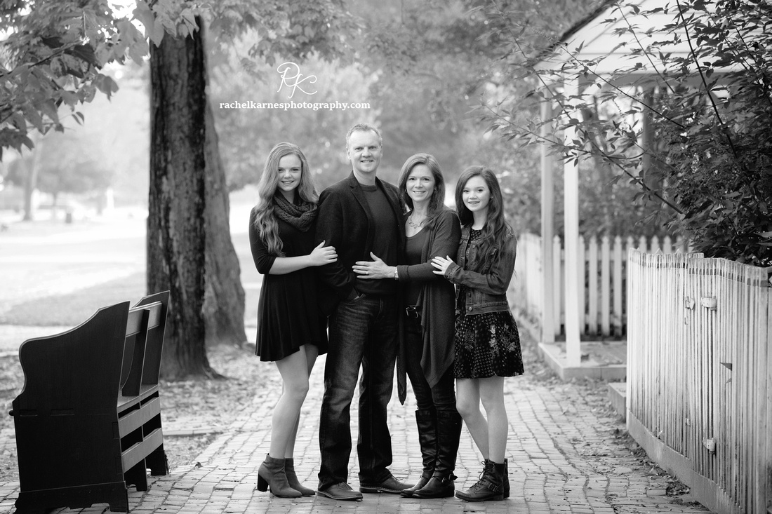 Fall-Family-Portrait-Session-in-Colonial-Williamsburg